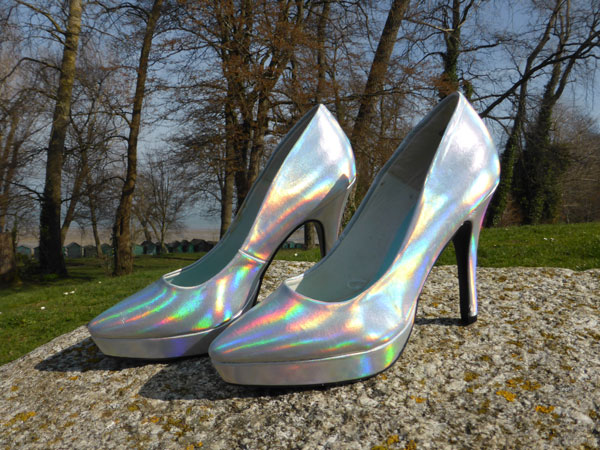 Iridescent court shoe